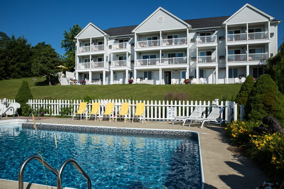 maine oceanfront lodging with pool